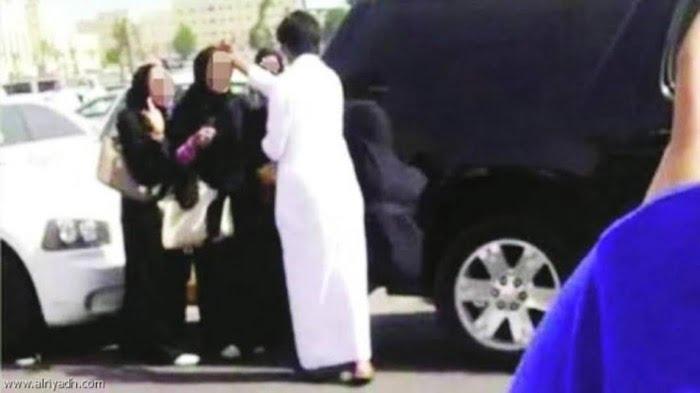 मदीना शरीफ में सऊदी महिला को सड़क पर छेड़ते नज़र 3 सऊदी पुरुष, अब मिलेगा इतनी बड़ी सज़ा